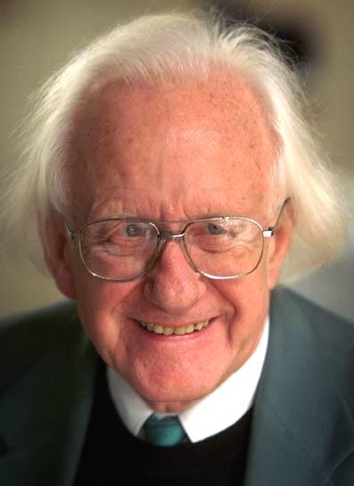 Fredsprofessor-Johan-Galtung-en-præsentation-01